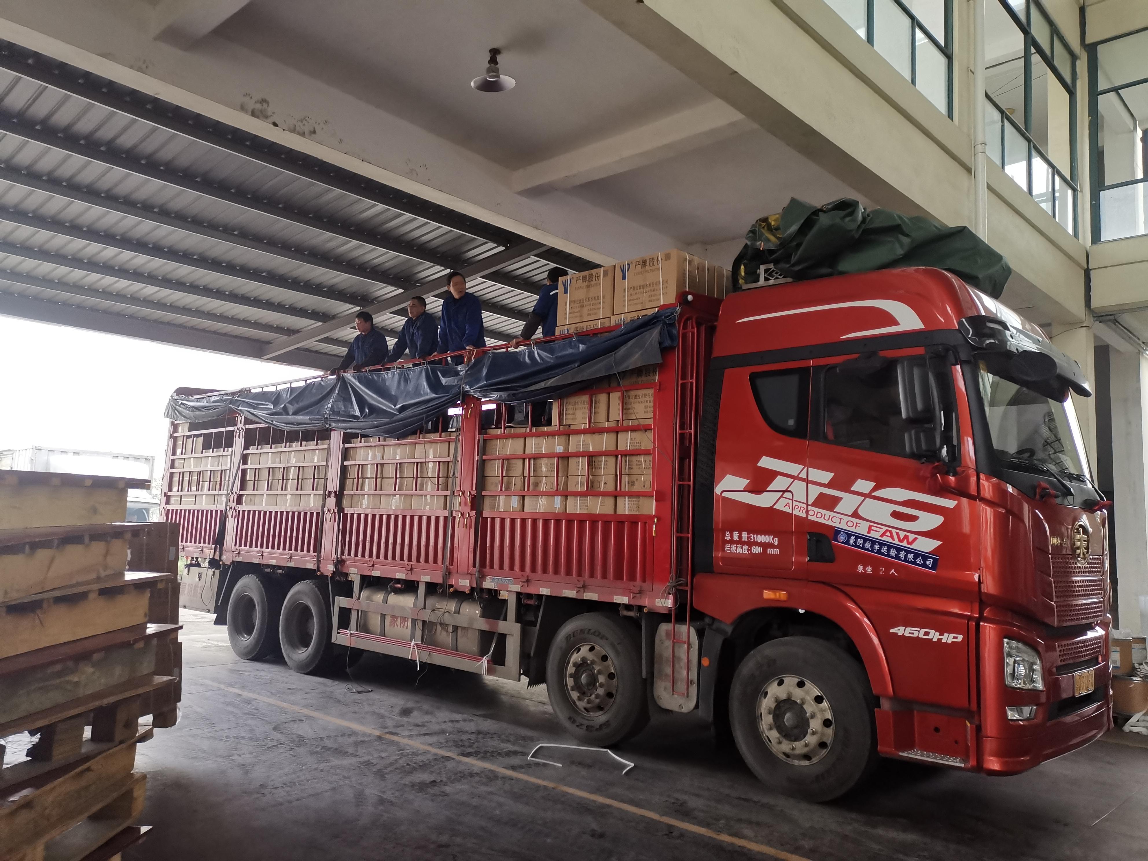 青岛束缚 JH6重卡 460马力 8X4 9.5米仓栅式载货车(CA5310CCYP25K2L7T4E5A80)口碑