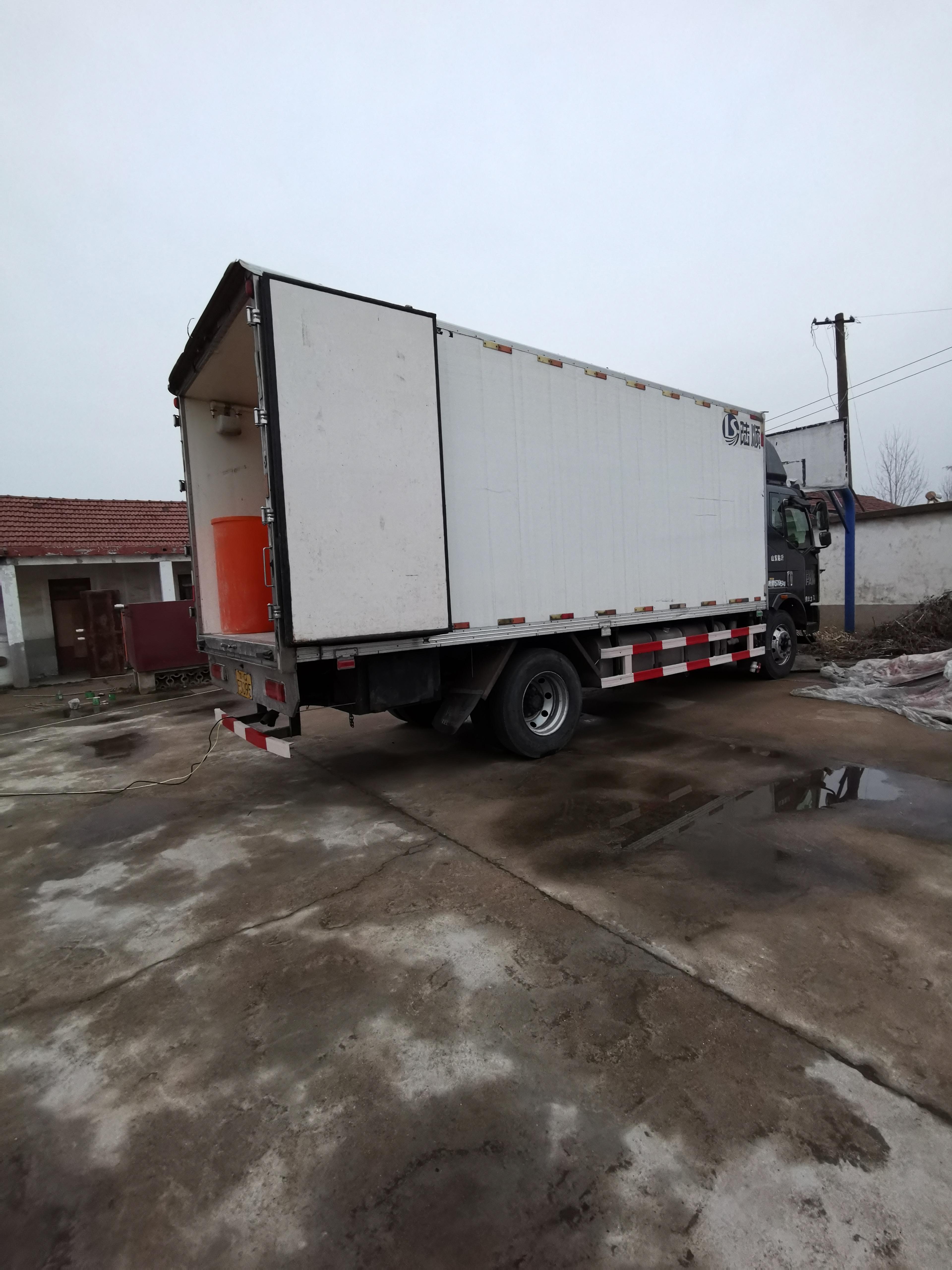 一汽束缚 J6L中卡 复合型 180马力 6.2米栏板载货车(CA1160P62K1L4A1E5)口碑
