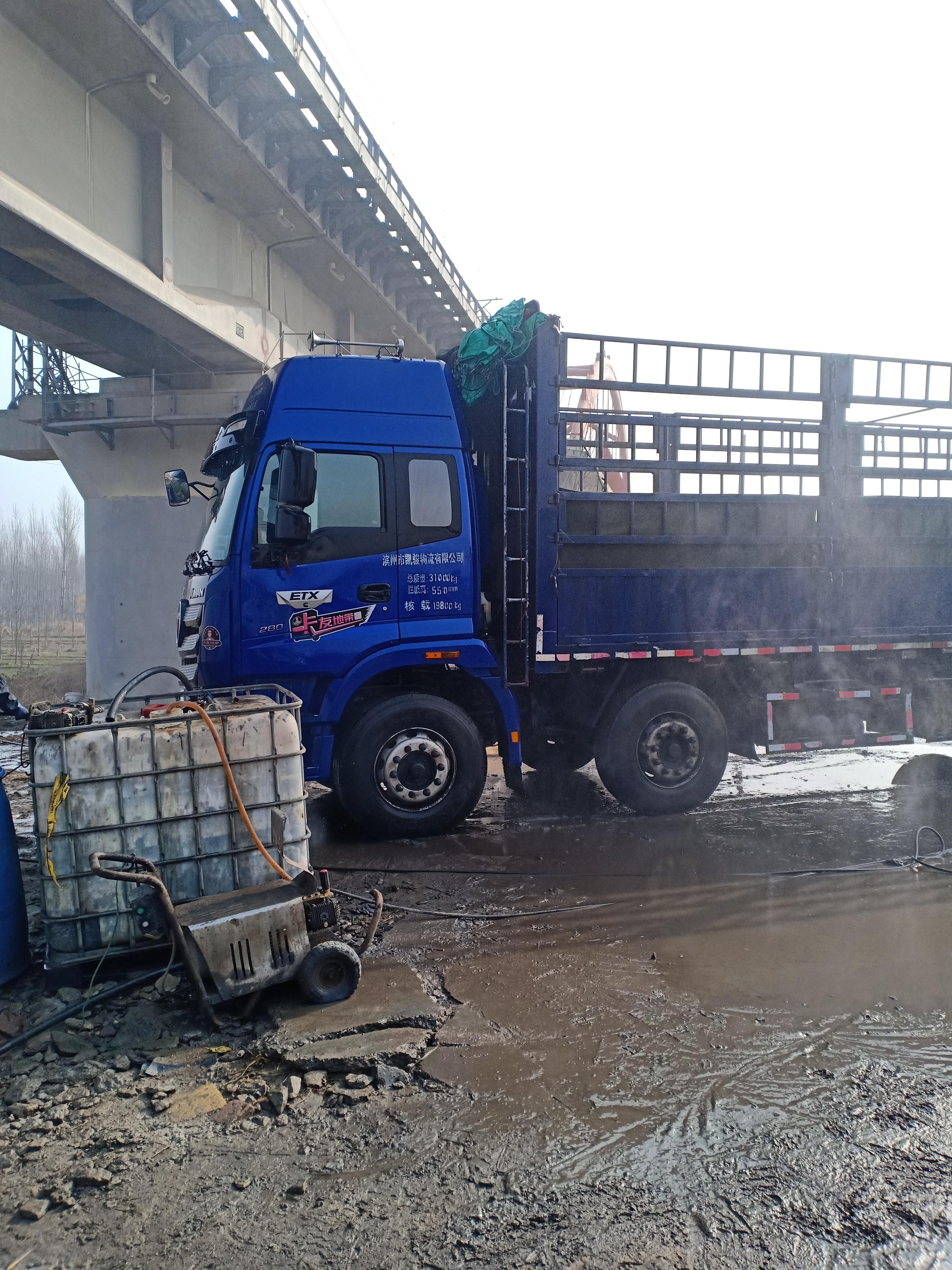 福田 欧曼新ETX 6系重卡 280马力 8X2 9.53米厢式载货车(BJ5313XXY-AC)口碑