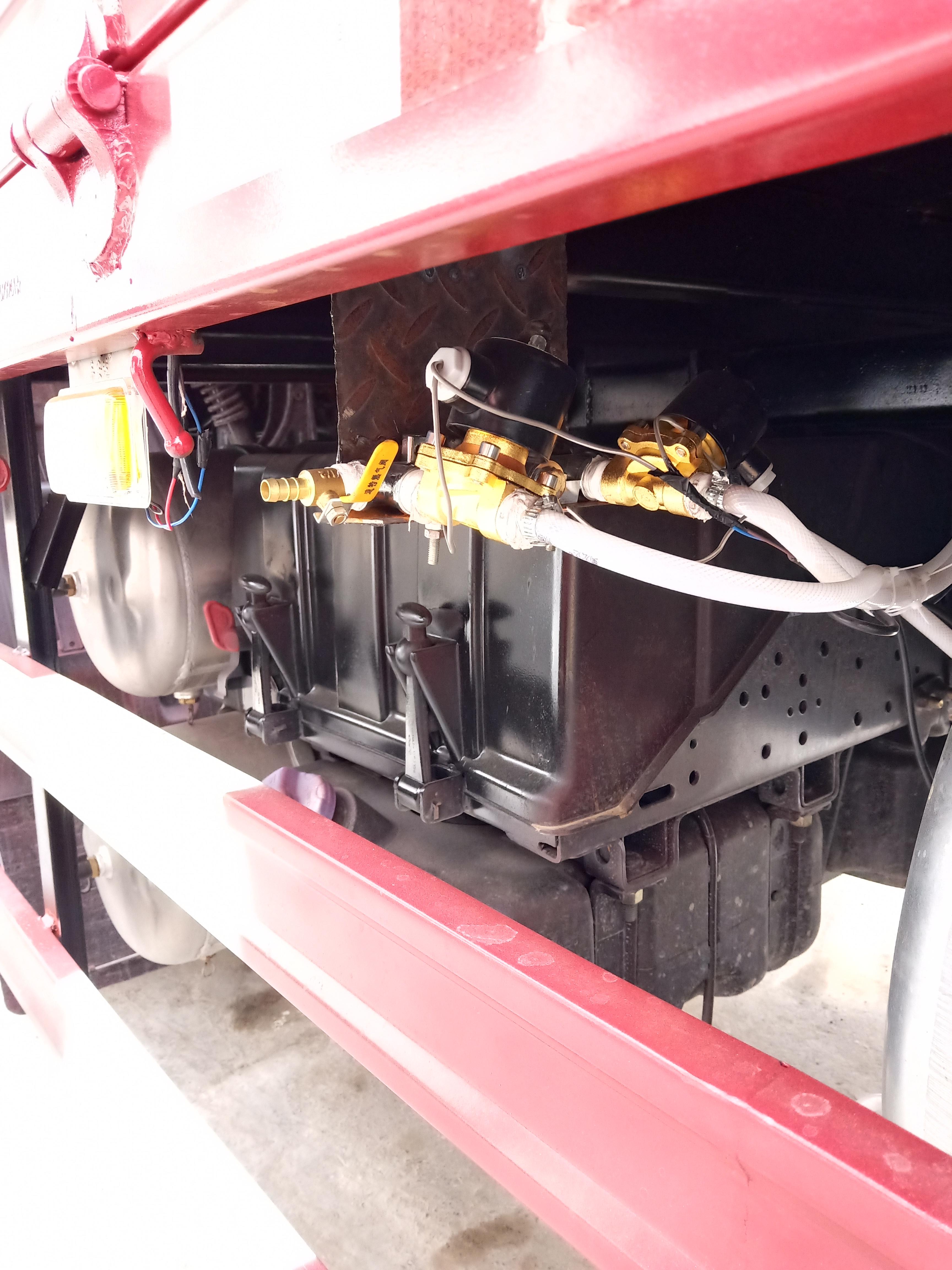 东风柳汽 乘龙H5中卡 240马力 4X2 6.8米仓栅式载货车(LZ5182CCYM3AB)口碑