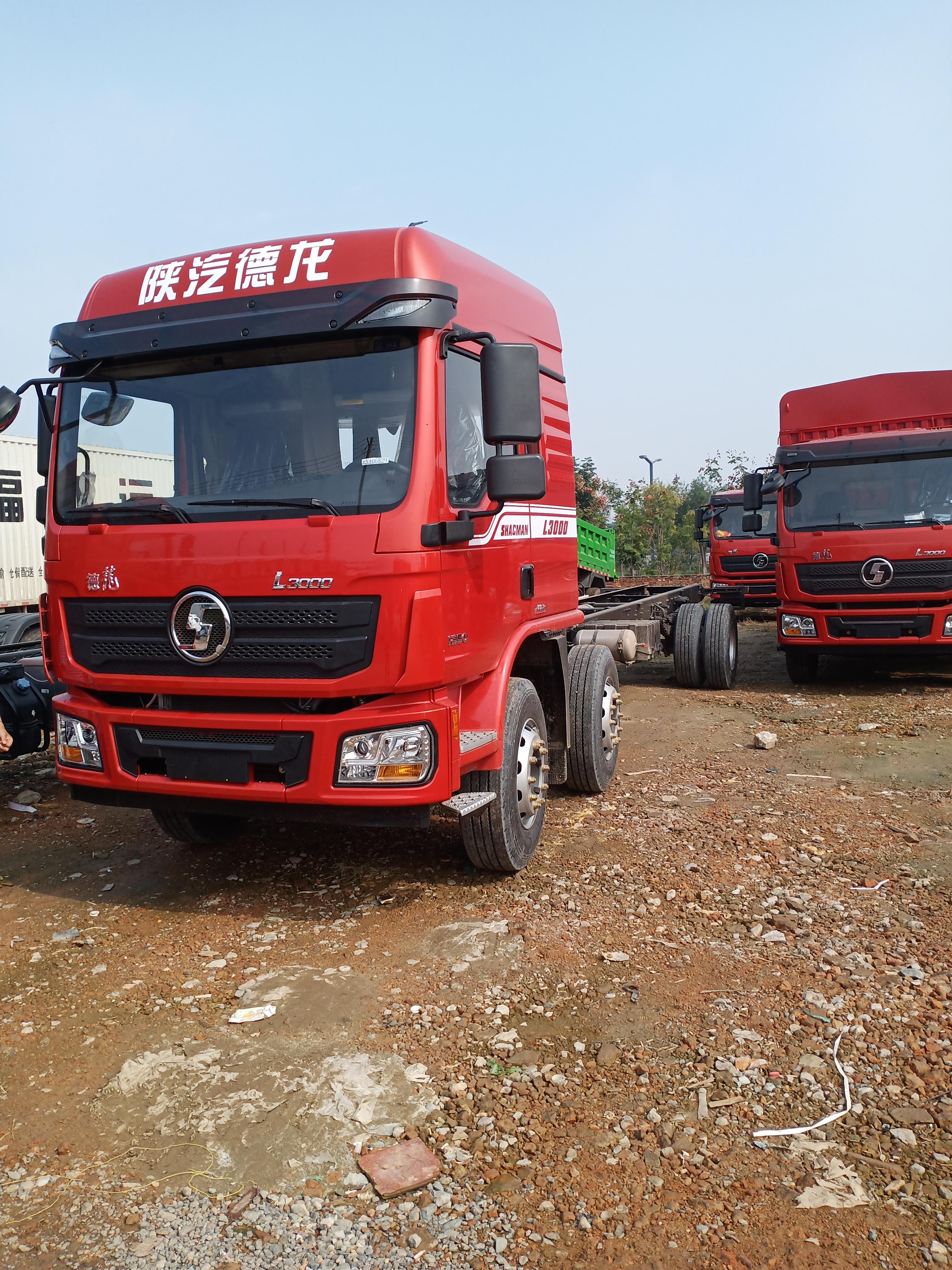 陕汽重卡 德龙L3000 185马力 4X2 6.75米排半栏板载货车(SX1180LA12)口碑