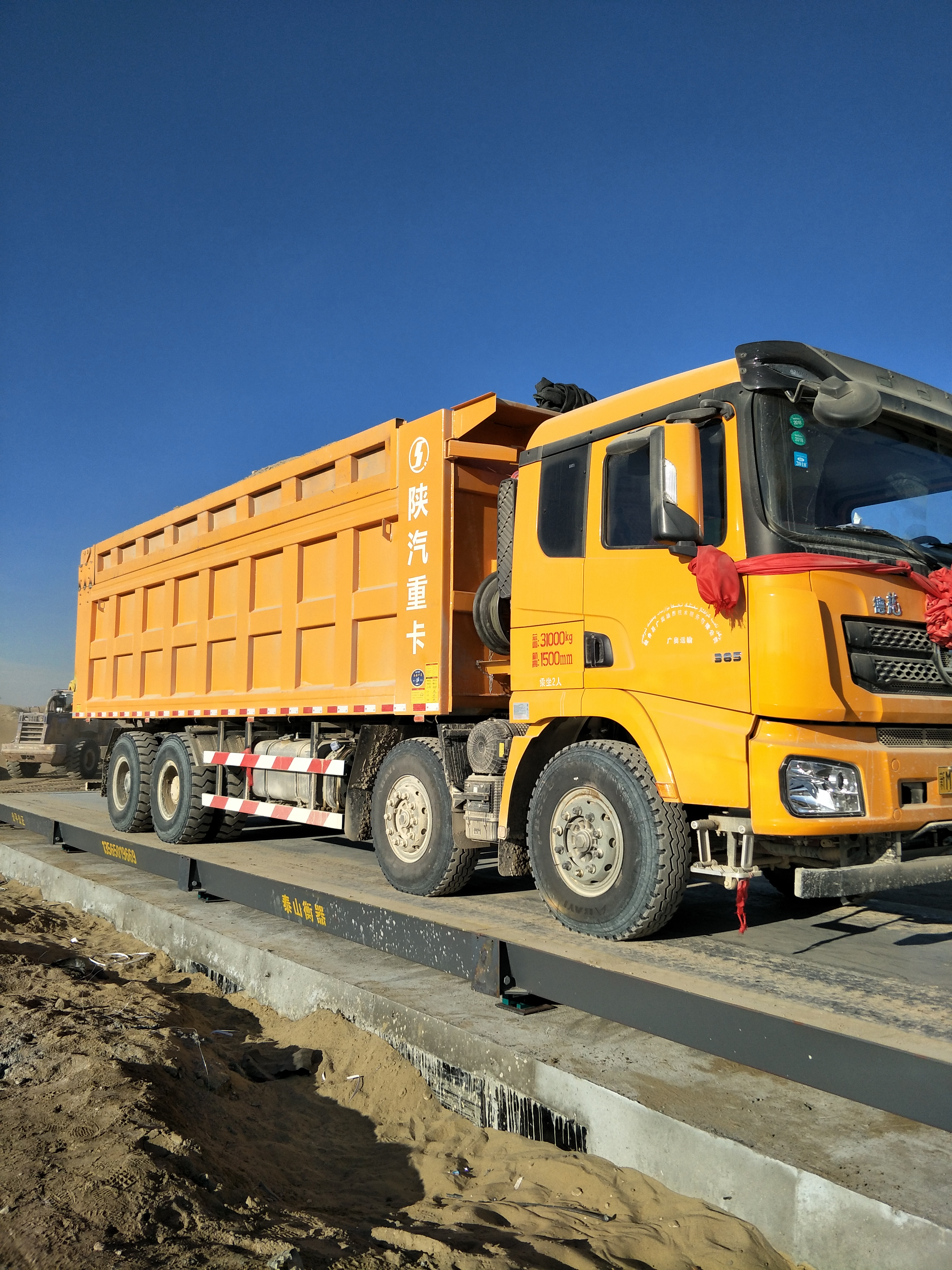 陕汽康明斯 德龙X3000 超强版 385马力 8X4 8米自卸车(SX33106C406)口碑